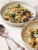 Truffle pasta with spinach, mushrooms and sage
