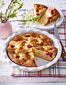 Strawberry cake with gingerbread