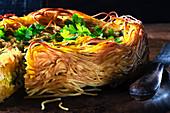 Spaghettitorte mit Ricotta, Pesto und Petersilien-Topping
