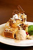 Apple crumble with cinnamon ice cream