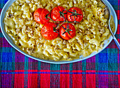 Macaroni and cheese with oven tomatoes