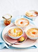 Tassenkuchen mit Marmelade