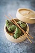 Zongzi - Klebreispäckchen mit Dattelfüllung zum Drachenbootfest