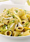 Rigatoni with zucchini and lemon