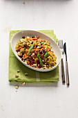 Veganer Quinoa-Salat mit orientalischen Gewürzen