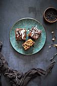 Schokoladen-Haselnuss-Kuchen mit Zitronenglasur