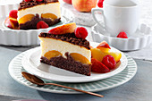 Cheesecake with chocolate biscuit and peaches