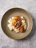 Hasselback potatoes with kohlrabi (vegan)