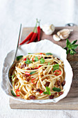 Spaghetti with fried bread crumbs, chilli, parsley and raisins