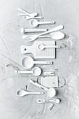 Küchenwerkzeuge in Weiß