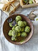Matcha tea balls