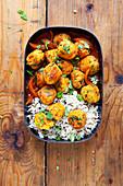 Linsen-Karottenbällchen in Currysauce mit Reis