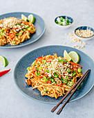 Pad Thai with tofu, carrota and edamame