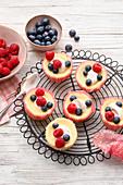 Mini berry cheesecake tarts