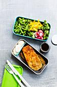 Eggplant schnitzel with garlic cream and salad 'To Go'