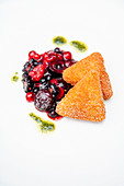 Crema fritta on berry ragout