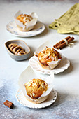 Fig and almond muffins with cinnamon