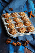 Mini muffins with cinnamon and star anise