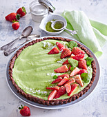 Non-baked cake with white chocolate and matcha tea