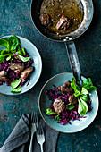 Rotkohlsalat mit gebratener Geflügelleber