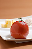 Jellied tomato with butter and cream