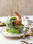 Pea hummus with green asparagus and prawns