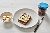 Wholemeal bread with chocolate date cream and bananas