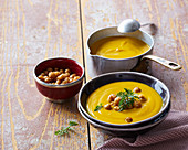 Creamy carrot soup with chickpeas