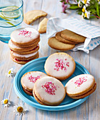 Butter cookies with vanila and raspberry jam