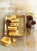 Almond Cookie Sandwiches with Cinnamon Filling