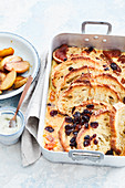 Vanilla bread casserole with honey apples