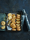 Cookies with peanut butter and lemon cream