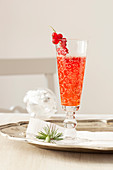 Currant aperitif with white wine and sparkling wine