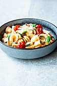 Summer pasta with tomatoes and courgettes
