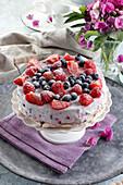Cake on meringue, with mascarpone cream and fresh berries