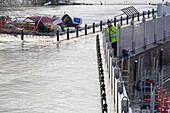 Measuring flood levels