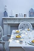 Crostatine al Praga on a Christmas table setting