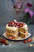 Strawberry gateau with almonds