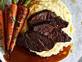 Braised ox cheeks with carrots on mashed potatoes