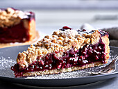 Plum cake with shortbread crust and crumble
