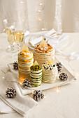 Festliche Tramezzini mit Schinken, Käse und Grünkohl (Weihnachten)