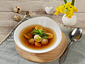 Dumpling soup with quail's eggs and Asian flavouring