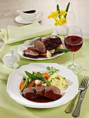 Braised beef with young vegetables and mashed potatoes