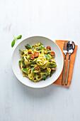 Spargel-Tomaten-Pasta 'Primavera'