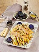 Ofenspargel mit Lachs und blauen Pellkartoffeln