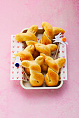Baked savoury Easter bunnies with thyme and feta (sugar-free)