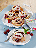 Pudding buns with cherries