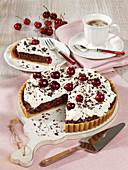 Schokoladen-Kirsch-Torte mit Sahnecreme ohne Backen