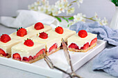 Strawberry mousse cake (low carb)
