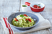Parsley risotto with tomatoes